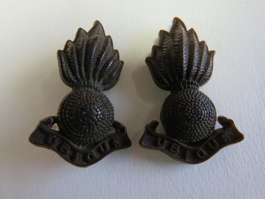 Two Plastic Economy Royal Artillery Collar/Forage Badges