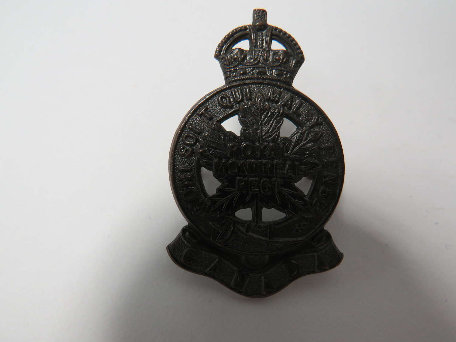 Royal Montreal Regiment Canadian Cap Badge