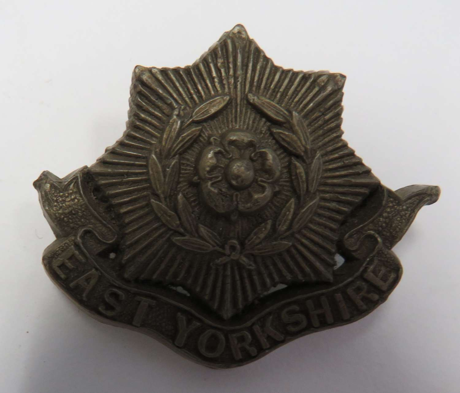 WW 2 East Yorkshire Plastic Economy Cap Badge