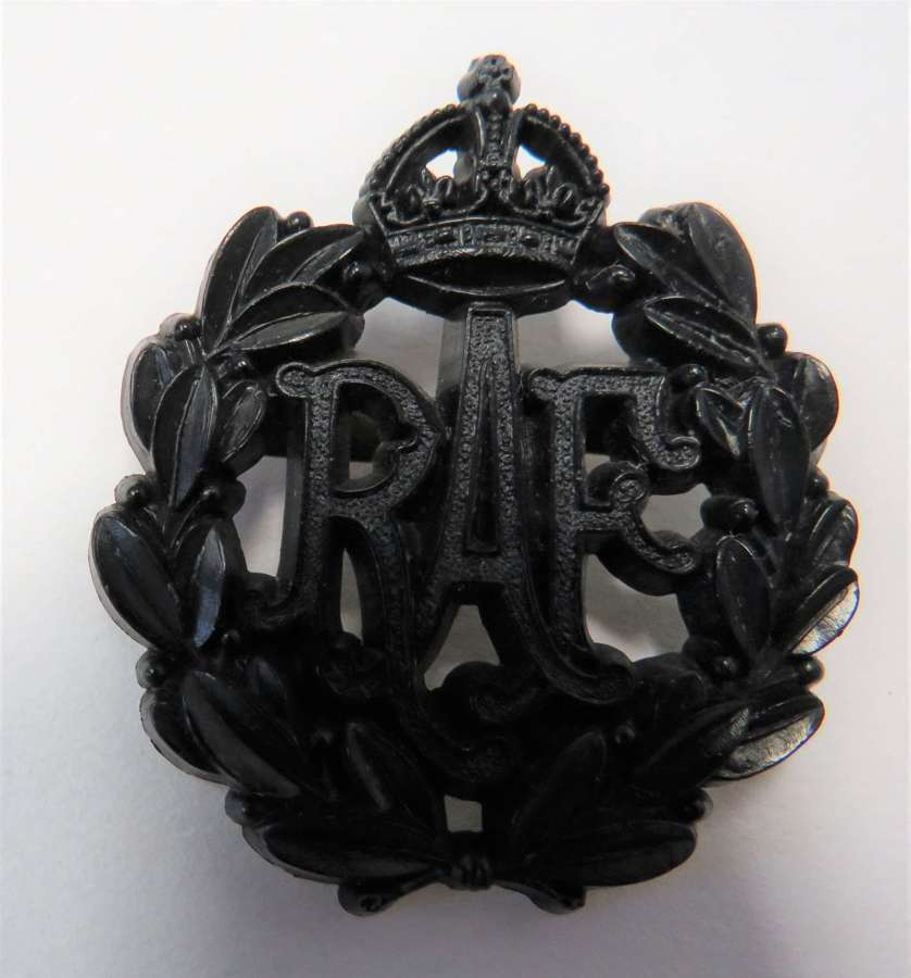 WW2 Plastic Economy R.A.F Cap Badge