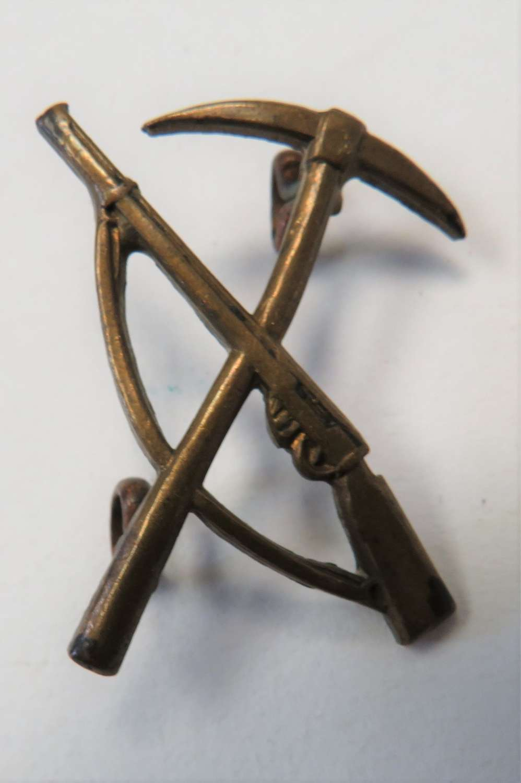 WW1 Pioneers Collar Badge
